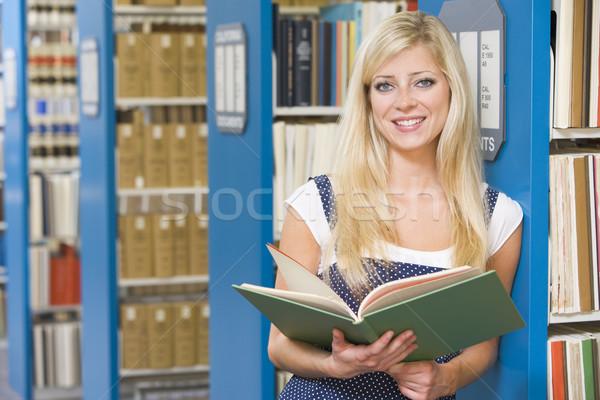 Egyetemi hallgató tanul könyvtár könyv oktatás olvas Stock fotó © monkey_business