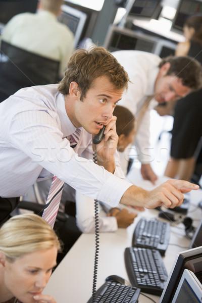 Stock commerciante telefono ufficio imprenditore gruppo Foto d'archivio © monkey_business