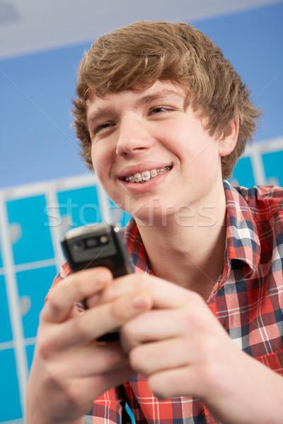 Férfi tini diák mobiltelefon iskola gyerekek Stock fotó © monkey_business
