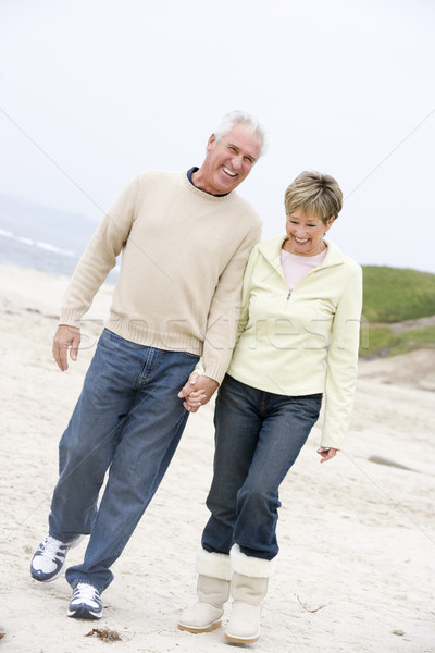 Couple plage mains tenant souriant femme homme Photo stock © monkey_business