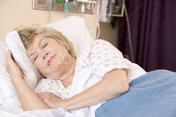 Supérieurs femme dormir hôpital malade Photo stock © monkey_business