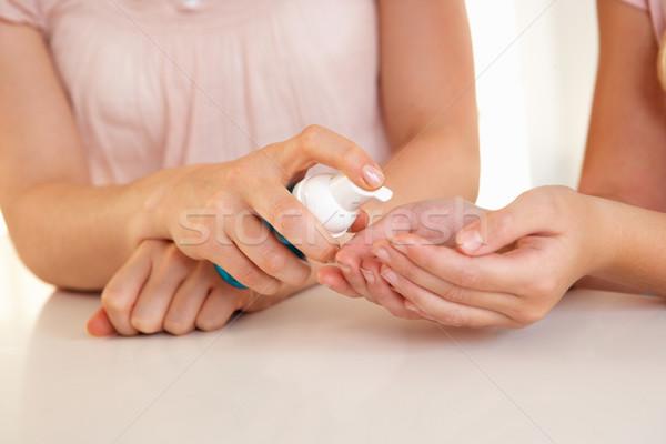 女性 手 適用 手 ボディ 健康 ストックフォト © monkey_business