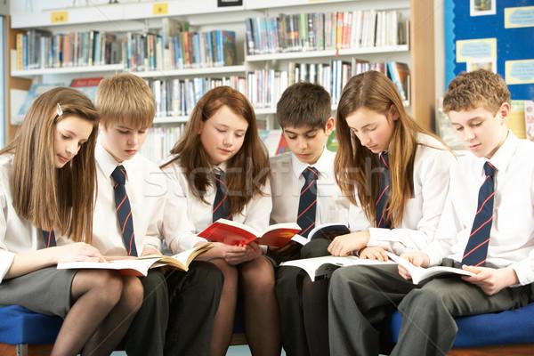 Stok fotoğraf: Öğrenciler · kütüphane · okuma · kitaplar · kız