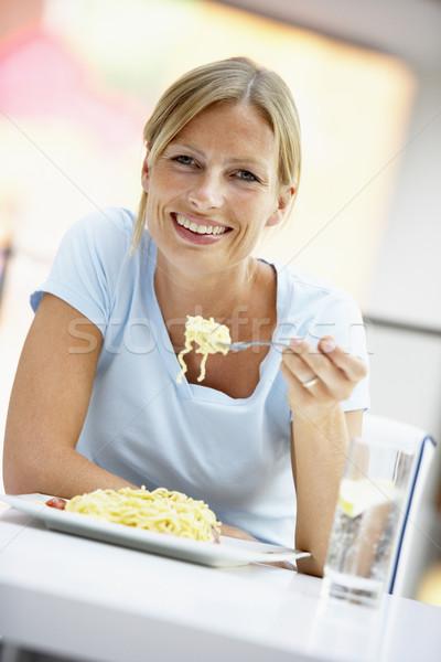 Zdjęcia stock: Kobieta · jedzenie · obiad · Kafejka · szczęśliwy · kolor