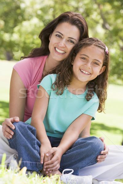 Femme jeune fille séance extérieur femme souriante souriant Photo stock © monkey_business