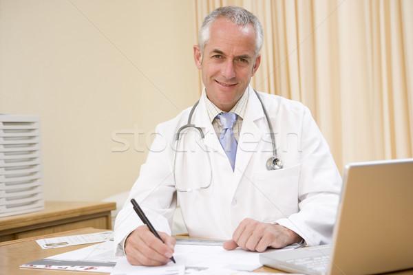 Arzt Laptop schriftlich medizinischen Gesundheit Stock foto © monkey_business