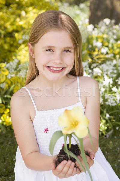 Stok fotoğraf: Genç · kız · açık · havada · çiçek · gülen · ağaç
