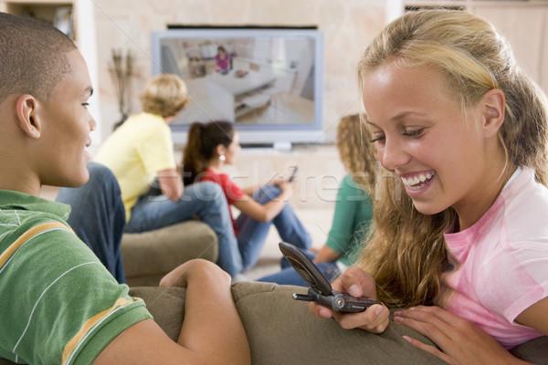 Stockfoto: Tieners · opknoping · uit · televisie · mobiele · telefoons · telefoon