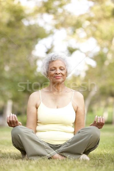 Stockfoto: Senior · vrouw · yoga · park · vrouwelijke · persoon
