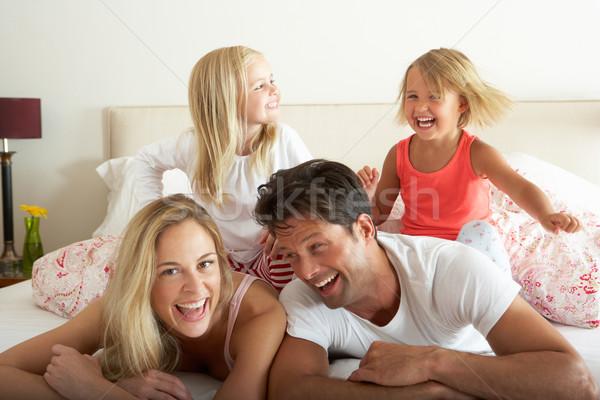 Stock fotó: Család · megnyugtató · együtt · ágy · lány · nők