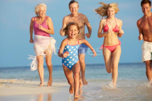 Többgenerációs család szórakozás tenger tengerparti nyaralás nő tengerpart Stock fotó © monkey_business