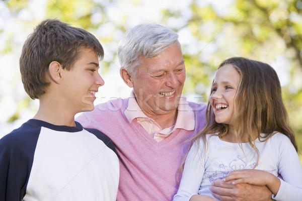 Сток-фото: деда · смеясь · внучата · семьи · девушки · человека