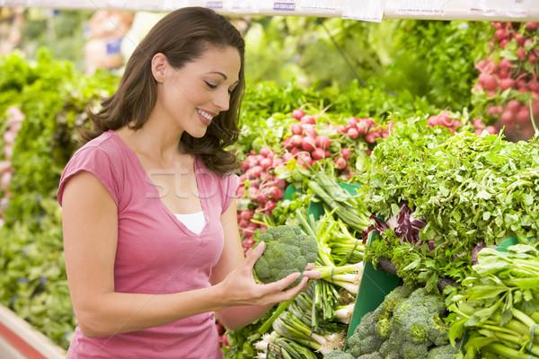 Kobieta zakupy produkować sekcja supermarket żywności Zdjęcia stock © monkey_business