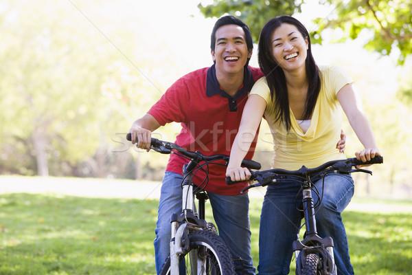 ストックフォト: カップル · バイク · 屋外 · 笑みを浮かべて · 男 · 自転車