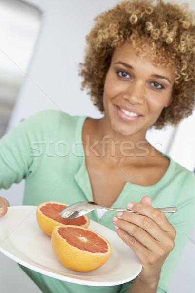 Сток-фото: взрослый · женщину · еды · свежие · грейпфрут · продовольствие