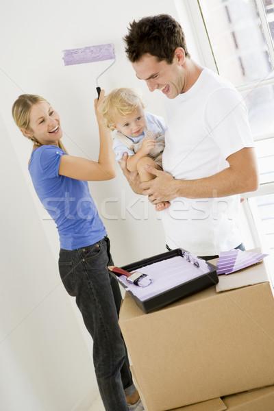 ストックフォト: 家族 · 絵画 · ルーム · 新居 · 笑みを浮かべて · 女性
