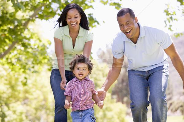 91411_família-correndo-outdoors-sorrindo-pessoas-mulher.jpg