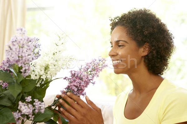 Photo stock: Femme · fleur · maison · fleurs · heureux · salon