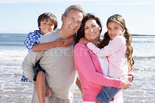 Grootouders kleinkinderen strandvakantie vrouw strand Stockfoto © monkey_business