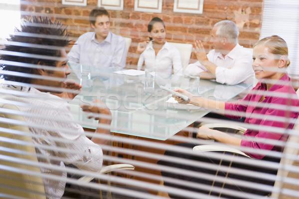 Vijf boardroom venster kantoor vergadering Stockfoto © monkey_business