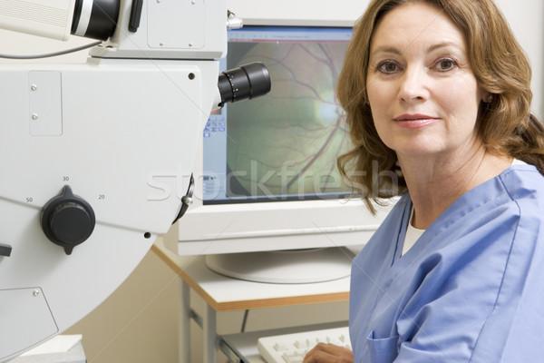 Portrait infirmière examen de la vue machine femme médicaux Photo stock © monkey_business