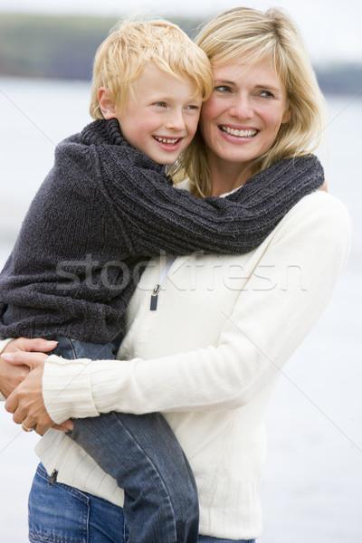 Stok fotoğraf: Anne · oğul · plaj · gülen · sevmek