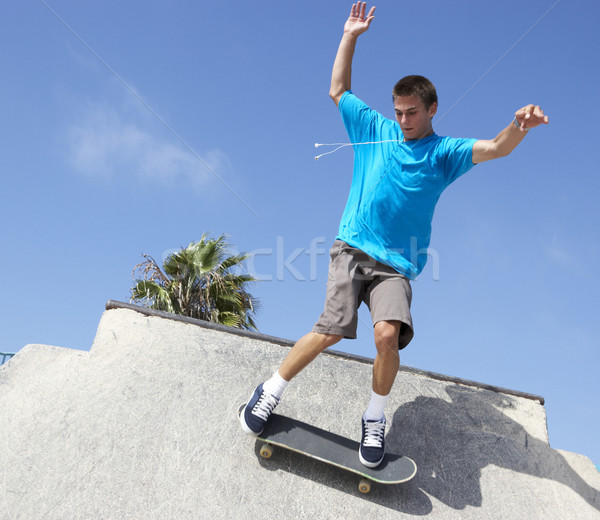 Skateboard park leuk teen jongen Stockfoto © monkey_business