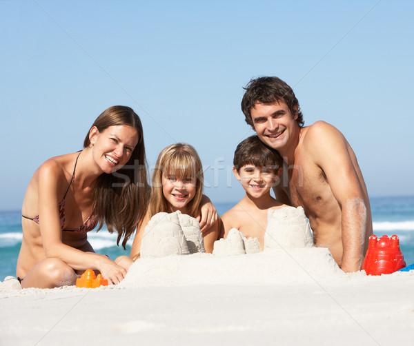семьи здании счастливым ребенка морем Сток-фото © monkey_business
