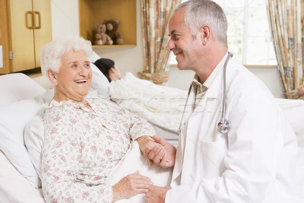 Médecin rire supérieurs femme hôpital médicaux Photo stock © monkey_business