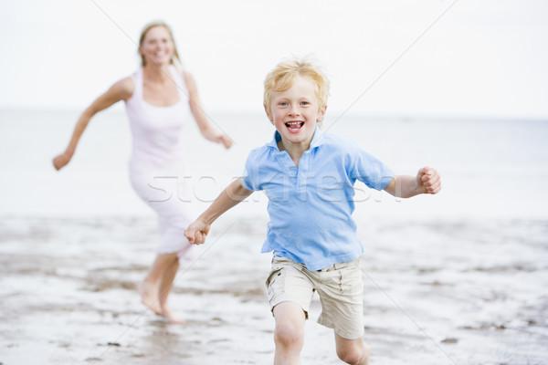 Stockfoto: Moeder · zoon · lopen · strand · glimlachend · vrouw