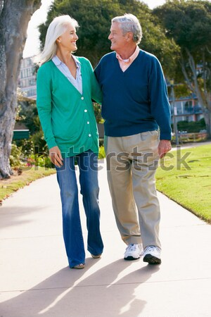 Yürüyüş park birlikte piknik sepeti kadın Stok fotoğraf © monkey_business