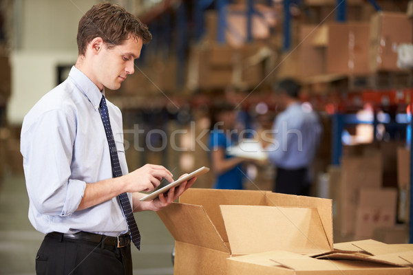 Stockfoto: Manager · magazijn · dozen · digitale · tablet · man