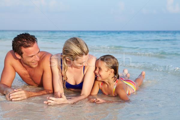 Famiglia mare spiaggia tropicale vacanze spiaggia ragazza Foto d'archivio © monkey_business