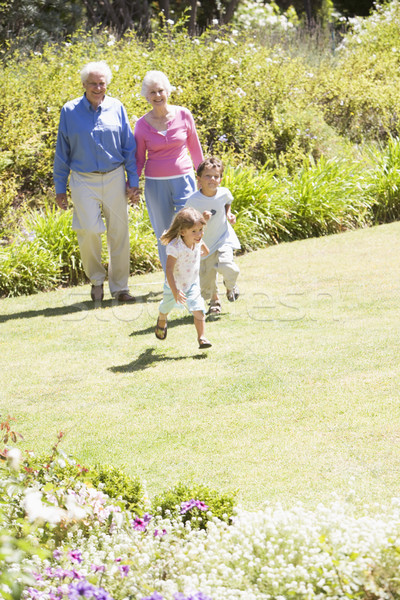 Grands-parents marche petits enfants fille enfant jardin Photo stock © monkey_business