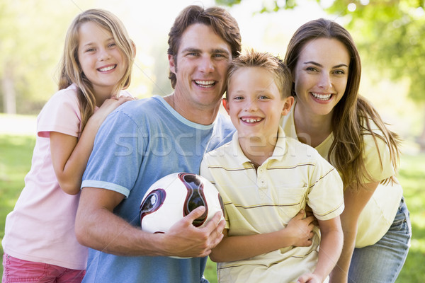 Photo stock: Famille · permanent · extérieur · volleyball · souriant
