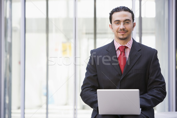 Сток-фото: бизнесмен · используя · ноутбук · за · пределами · служба · город · технологий