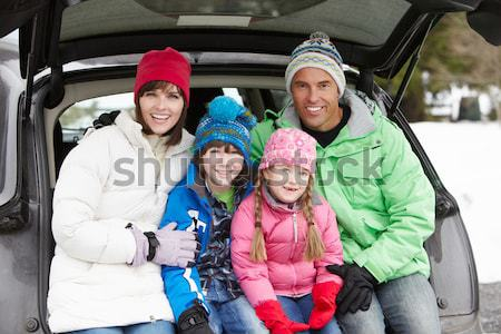 Fiatal család sí vakáció gyerekek sportok Stock fotó © monkey_business