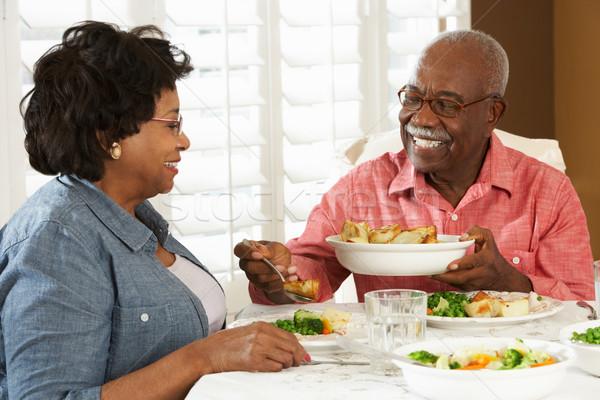 Stock fotó: Idős · pár · élvezi · étel · otthon · nő · étel