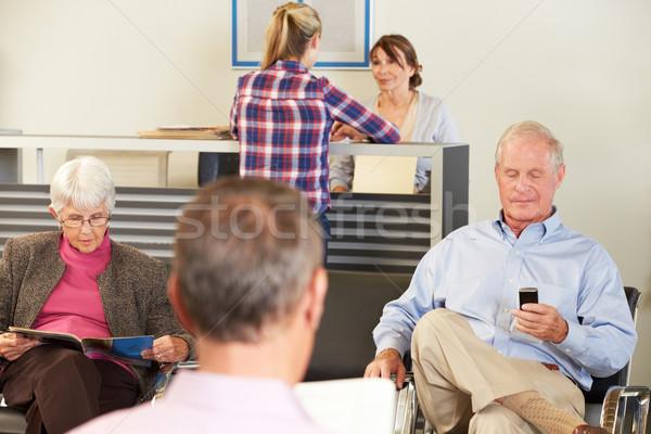 врачи зал ожидания женщину женщины мужчин группа Сток-фото © monkey_business