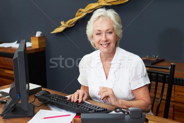 Hotel recepcionista de trabajo ordenador oficina feliz Foto stock © monkey_business