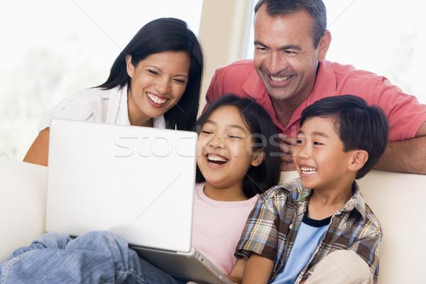 Stok fotoğraf: Aile · oturma · odası · dizüstü · bilgisayar · gülen · bilgisayar · kadın