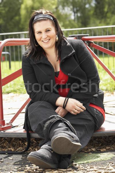 Mulher jovem sessão recreio mulher adolescente feminino Foto stock © monkey_business