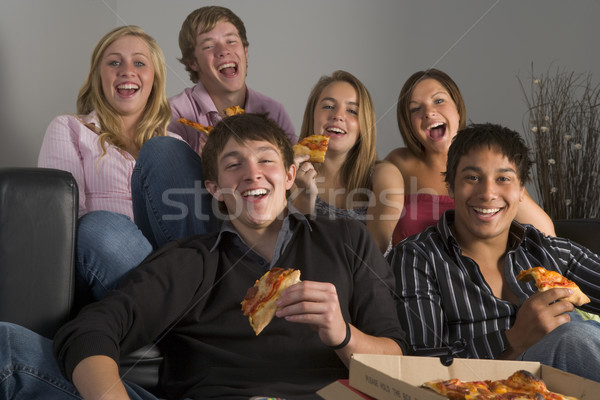 Adolescentes comer pizza casa amigos Foto stock © monkey_business