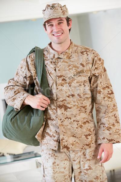 Férfi katona készlet táska otthon búcsú Stock fotó © monkey_business