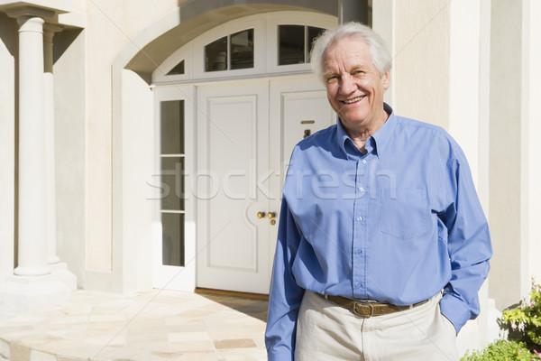 Stock fotó: Idős · férfi · áll · kívül · ház · bejárati · ajtó