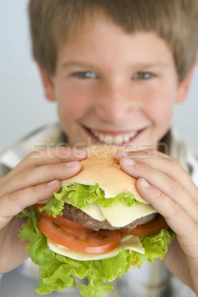 Mangiare cheeseburger sorridere ragazzo fresche Foto d'archivio © monkey_business