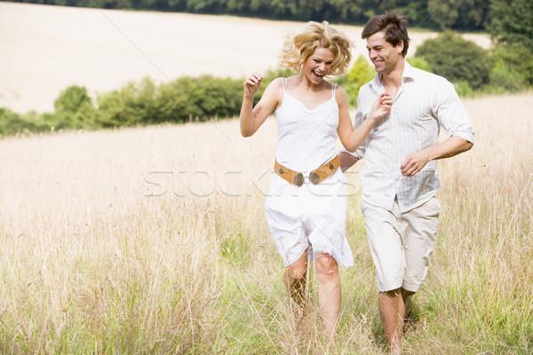 Stockfoto: Paar · lopen · buitenshuis · glimlachend · man · veld