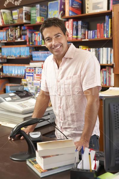 Férfi könyvesbolt birtokos könyv férfi bolt Stock fotó © monkey_business