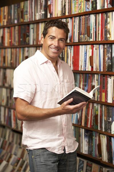 Masculina cliente librería libro hombre compras Foto stock © monkey_business