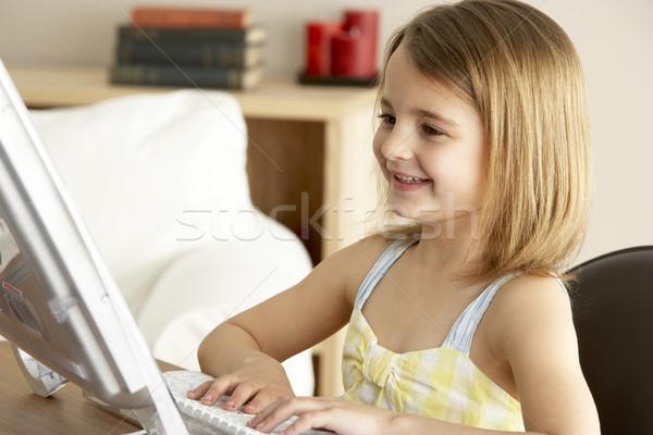 Foto stock: Joven · casa · nina · tecnología · jóvenes